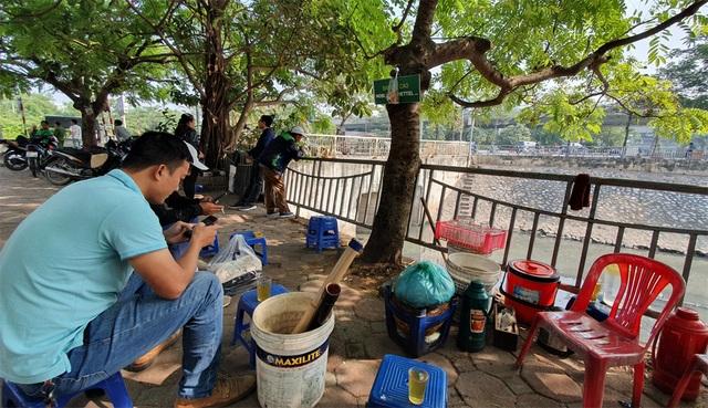 """Hình ảnh những dòng sông bốc mùi ở Hà Nội mòn mỏi chờ """"hồi sinh"""" - 9"""