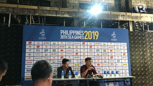 Bị phản ứng, Philippines thay gấp xe buýt và phòng họp báo phục vụ bóng đá - 7