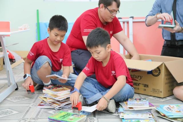 Đại sứ Văn hóa Đọc tặng sách và thư viện cho trường học tại An Giang - 1