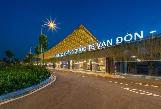 Tour Sài Gòn - Quảng Ninh qua sân bay Vân Đồn chỉ có 5 triệu đồng - 1