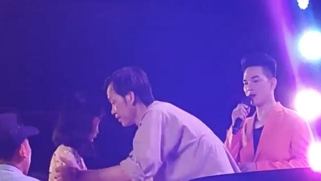 """Danh hài Hoài Linh gây """"bão"""" vì hành động nhỏ sau thời gian """"mất tích"""" - 2"""
