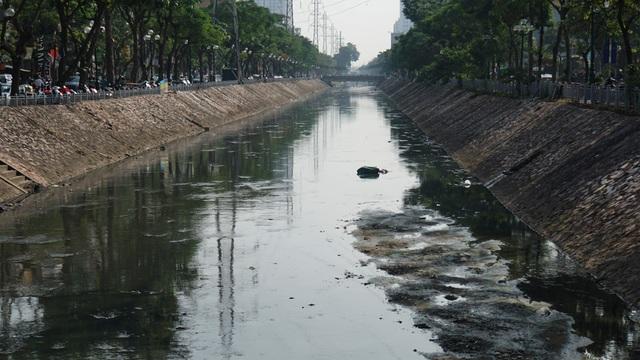 """Hình ảnh những dòng sông bốc mùi ở Hà Nội mòn mỏi chờ """"hồi sinh"""" - 5"""