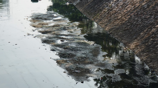 """Hình ảnh những dòng sông bốc mùi ở Hà Nội mòn mỏi chờ """"hồi sinh"""" - 6"""