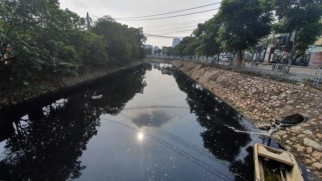 """Hình ảnh những dòng sông bốc mùi ở Hà Nội mòn mỏi chờ """"hồi sinh"""" - 3"""