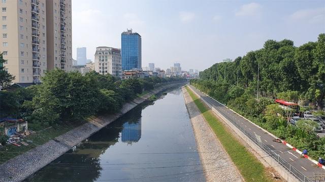 """Hình ảnh những dòng sông bốc mùi ở Hà Nội mòn mỏi chờ """"hồi sinh"""" - 12"""