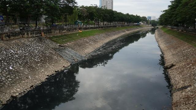 """Hình ảnh những dòng sông bốc mùi ở Hà Nội mòn mỏi chờ """"hồi sinh"""" - 7"""