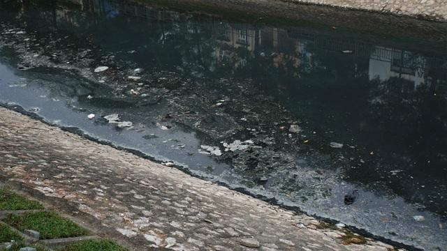 """Hình ảnh những dòng sông bốc mùi ở Hà Nội mòn mỏi chờ """"hồi sinh"""" - 8"""