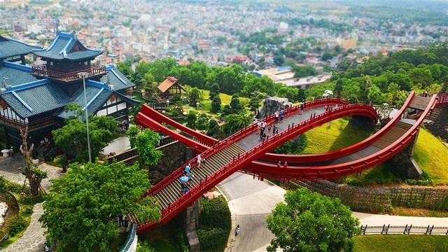 Tour Sài Gòn - Quảng Ninh qua sân bay Vân Đồn chỉ có 5 triệu đồng - 7