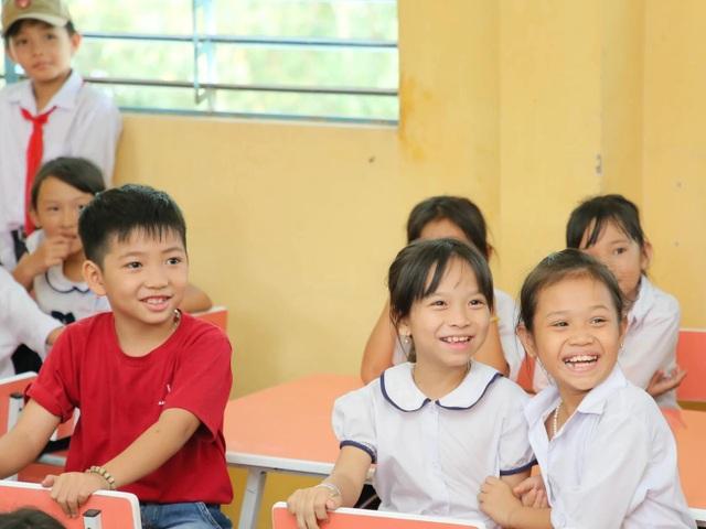 Anh văn Hội Việt Mỹ tặng thêm 2 thư viện cùng 3.000 sách mới cho các em học sinh tại An Giang - 2