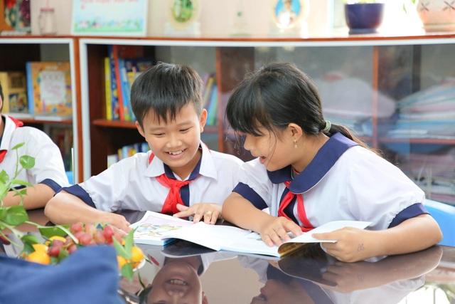 Anh văn Hội Việt Mỹ tặng thêm 2 thư viện cùng 3.000 sách mới cho các em học sinh tại An Giang - 4