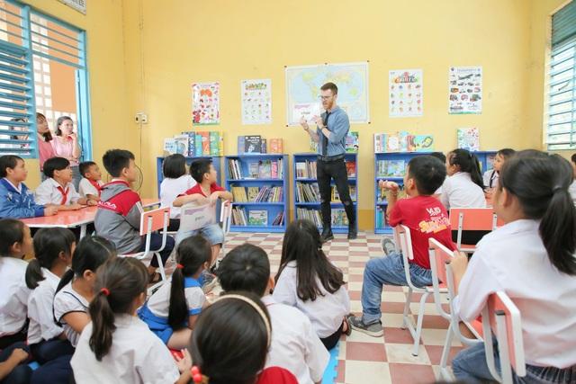 Anh văn Hội Việt Mỹ tặng thêm 2 thư viện cùng 3.000 sách mới cho các em học sinh tại An Giang - 3