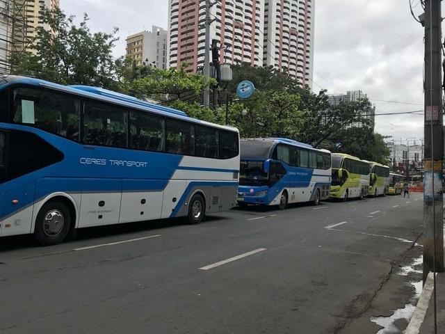 Bị phản ứng, Philippines thay gấp xe buýt và phòng họp báo phục vụ bóng đá - 1