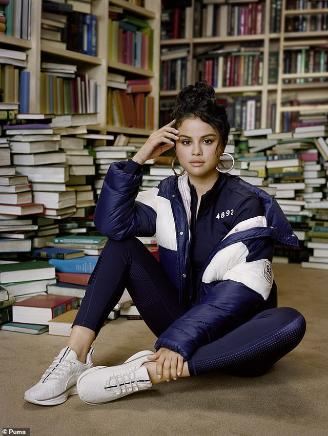 Selena Gomez tái xuất khỏe khoắn trong loạt thiết kế thời trang thể thao - 1