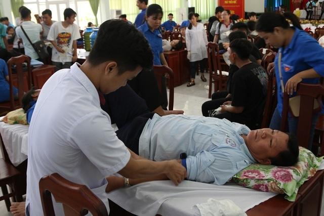 Hàng trăm bạn trẻ Kiên Giang tham gia Ngày hội hiến máu - 2