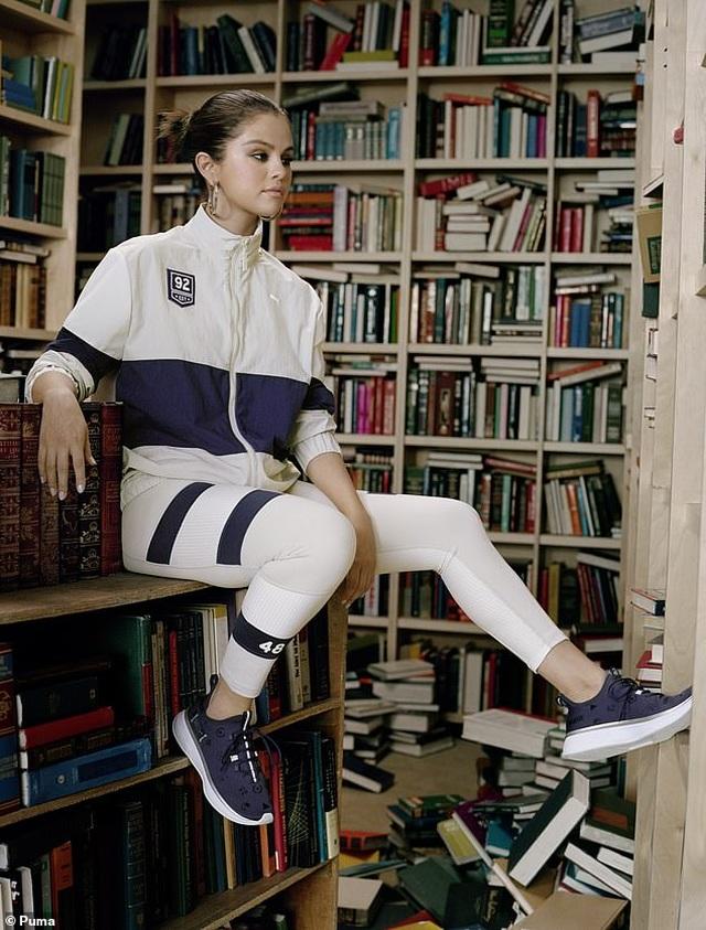 Selena Gomez tái xuất khỏe khoắn trong loạt thiết kế thời trang thể thao - 2