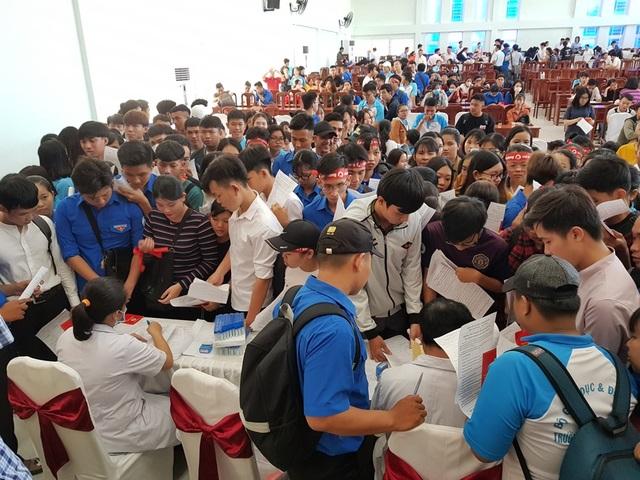 Hàng trăm bạn trẻ Kiên Giang tham gia Ngày hội hiến máu - 1