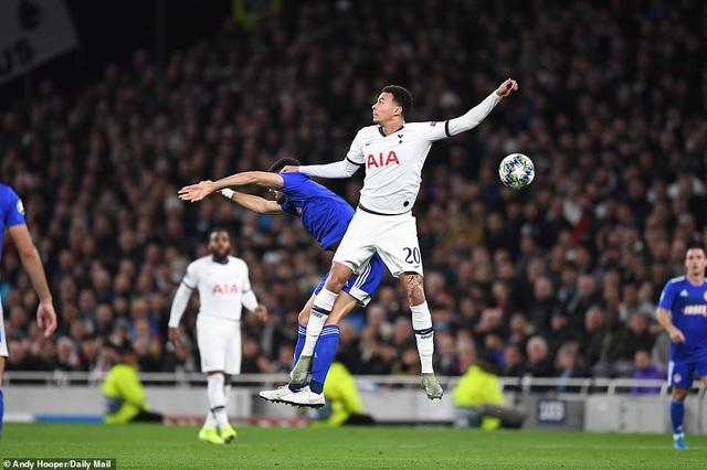 Bayern Munich đại thắng 6-0, Tottenham thăng hoa cùng HLV Mourinho - 10