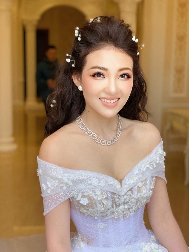 4-hot-girl-theo-chong-bo-cuoc-choi-khi-chua-tron-20-tuoidocx-1574871698478.jpeg