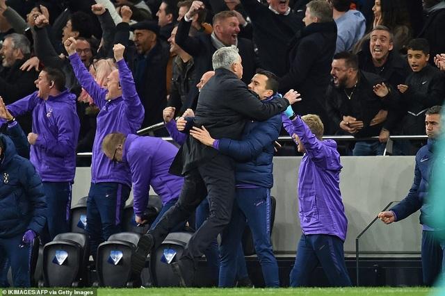 Bayern Munich đại thắng 6-0, Tottenham thăng hoa cùng HLV Mourinho - 12