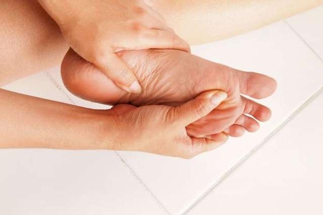 Bàn chân tiết lộ 10 dấu hiệu kín đáo của bệnh - 2