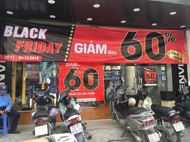Chỉ có ở Việt Nam, hàng bánh vỉa hè tưng bừng Black Friday - 1