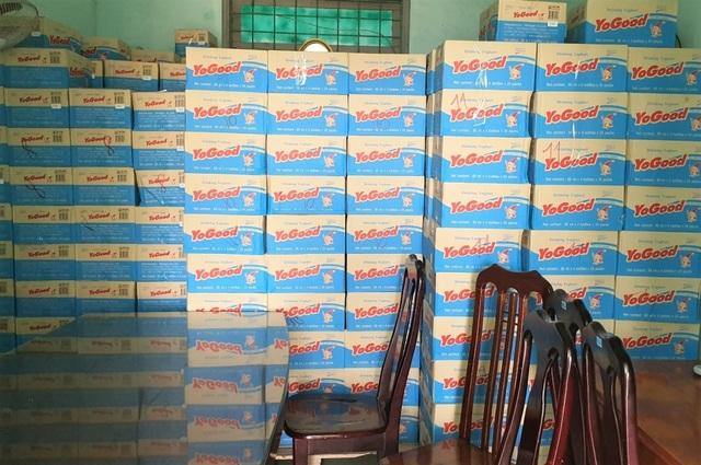 Quảng Bình: Thu giữ gần 130 ngàn chai sữa chua không giấy tờ đang trên đường đi tiêu thụ - 1