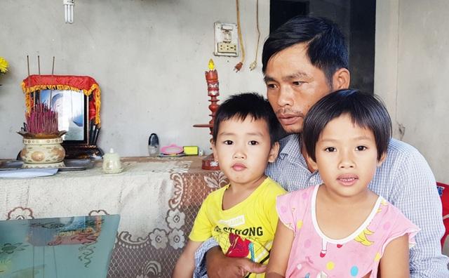 3 đứa trẻ thơ dại mồ côi mẹ được bạn đọc giúp đỡ hơn 61 triệu đồng - 4