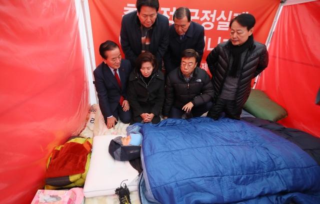 Nghị sĩ Hàn Quốc nhập viện vì tuyệt thực 8 ngày trước phủ tổng thống - 2