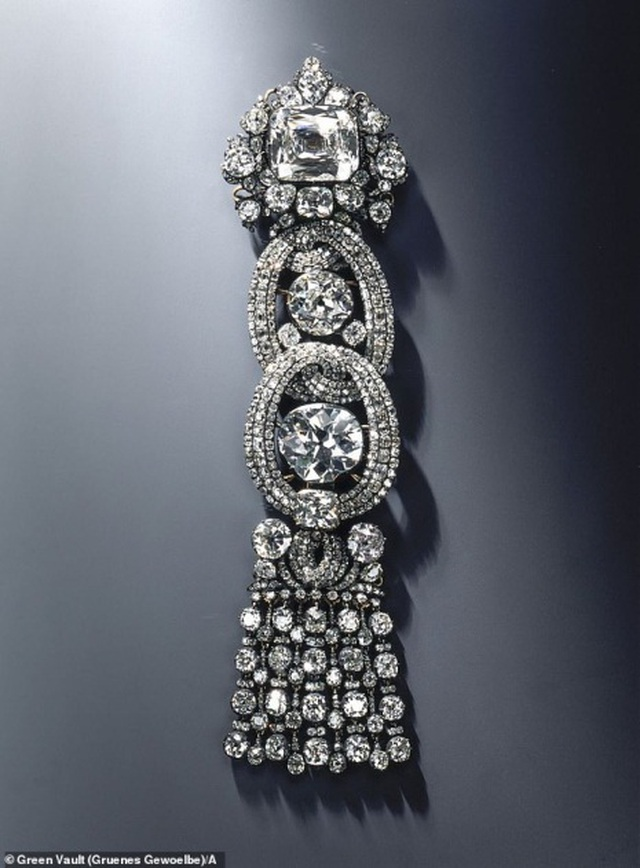 Tên trộm trúng độc đắc khi vớ được viên kim cương trị giá hơn 270 tỷ đồng từ bảo tàng Đức - 1