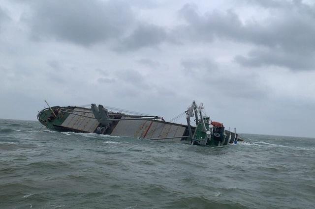 Cứu thành công 18 thuyền viên nước ngoài gặp nạn trên biển Hà Tĩnh - 1
