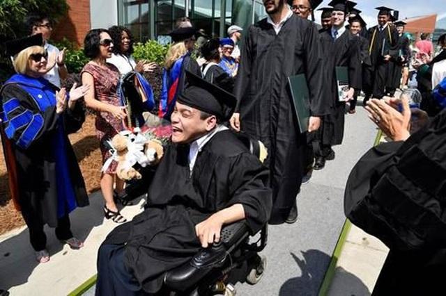 4 người trẻ khuyết tật tài năng vượt lũy tre làng, vươn ra thế giới - 4