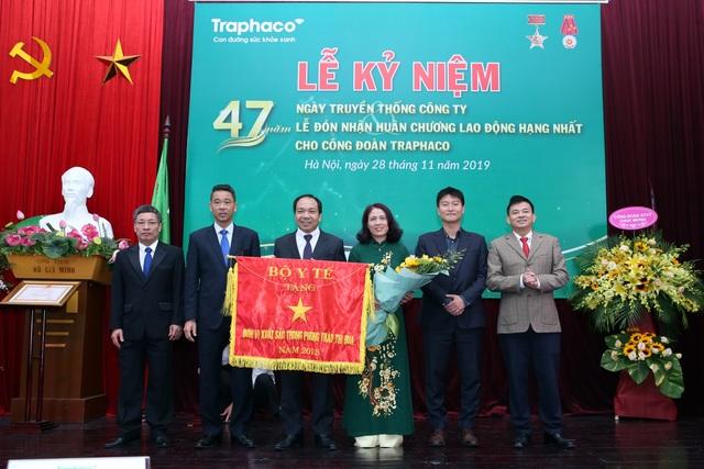 Công đoàn Công ty cổ phần Traphaco vinh dự đón nhận Huân chương lao động hạng Nhất - 1