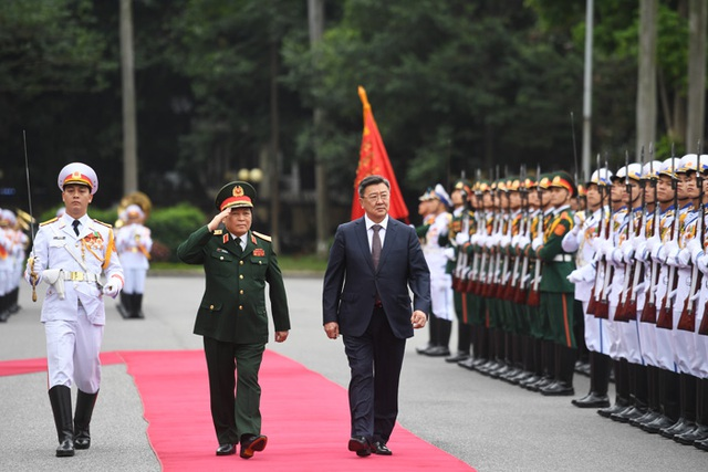 Bộ trưởng Quốc phòng Mông Cổ thăm chính thức Việt Nam - 1