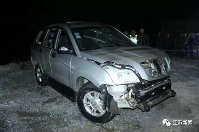 Vừa lái xe vừa dùng điện thoại, cha gây tai nạn khiến hai con tử vong - 2