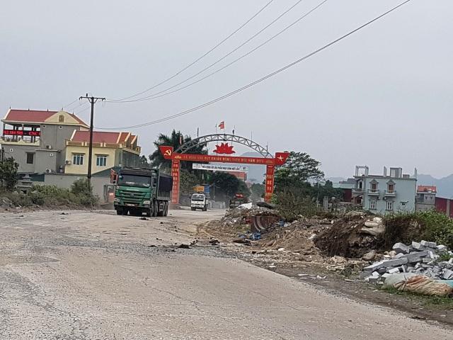 """Ninh Bình: Cận cảnh tuyến đường hơn 100 tỷ đồng chưa bàn giao đã """"nát bét""""! - 1"""