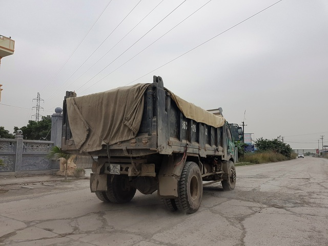 """Ninh Bình: Cận cảnh tuyến đường hơn 100 tỷ đồng chưa bàn giao đã """"nát bét""""! - 8"""