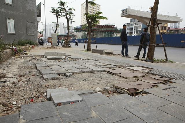Hà Nội: Diện mạo nhếch nhác tại tuyến đường 3.100 tỷ vừa thông xe - 2