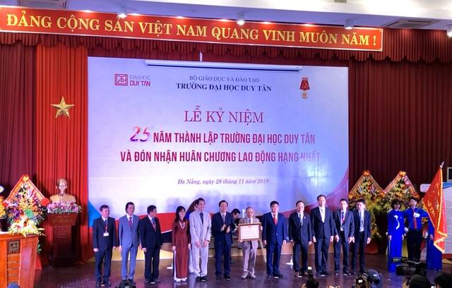 Trường ĐH Duy Tân đón nhận Huân chương Lao động hạng Nhất - 1