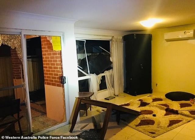 Khách ý thức kém, tiệc tùng rồi phá nát nhà trọ gây thiệt hại hơn 800 triệu đồng - 1