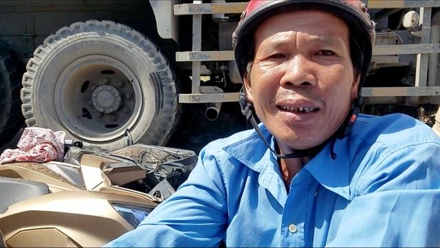 Xe ben tông 2 xe máy, lao vào nhà dân ở Sài Gòn - 2