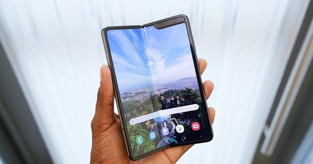 Loạt smartphone giá hàng chục triệu đồng bán tại Việt Nam - 1
