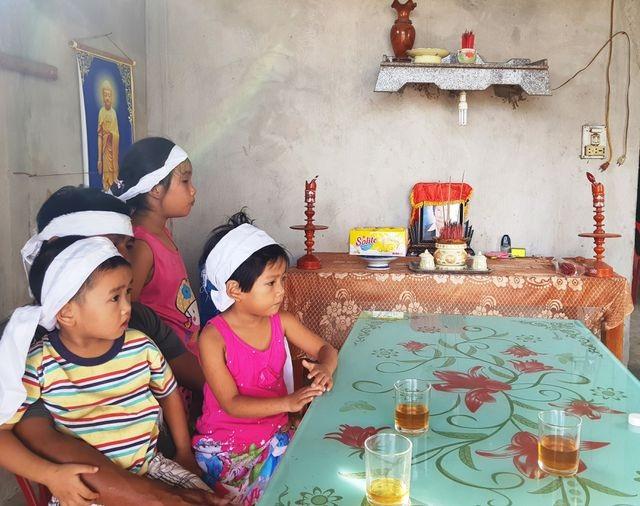 3 đứa trẻ thơ dại mồ côi mẹ được bạn đọc giúp đỡ hơn 61 triệu đồng - 1