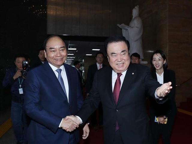 Thủ tướng Nguyễn Xuân Phúc hội kiến Chủ tịch Quốc hội Hàn Quốc - 1