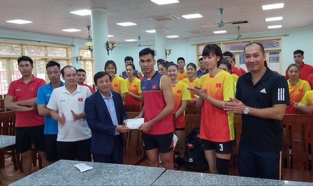Ba đội bóng chuyền Việt Nam được tiếp lửa trước SEA Games - 2