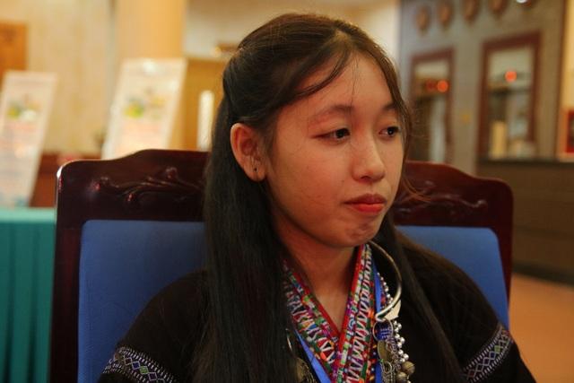 """Nữ sinh mồ côi dân tộc Lự khao khát đến trường để thoát khỏi hủ tục """"tảo hôn"""" - 1"""