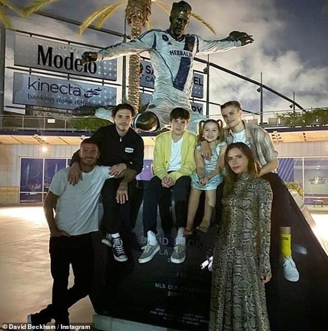 Vợ chồng Beckham tận hưởng thời gian bên gia đình bất chấp làm ăn thua lỗ - 2
