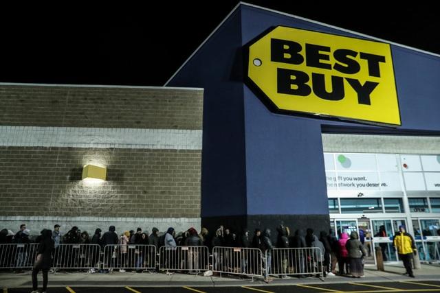 Xem người Mỹ chen nhau xếp hàng săn đồ giảm giá ngày Black Friday - 2