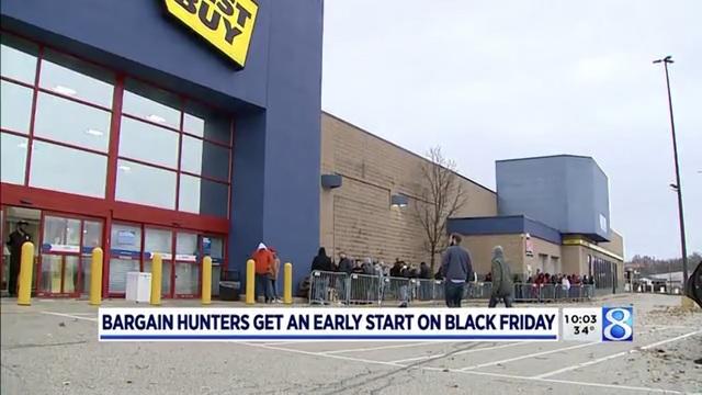 Xem người Mỹ chen nhau xếp hàng săn đồ giảm giá ngày Black Friday - 3