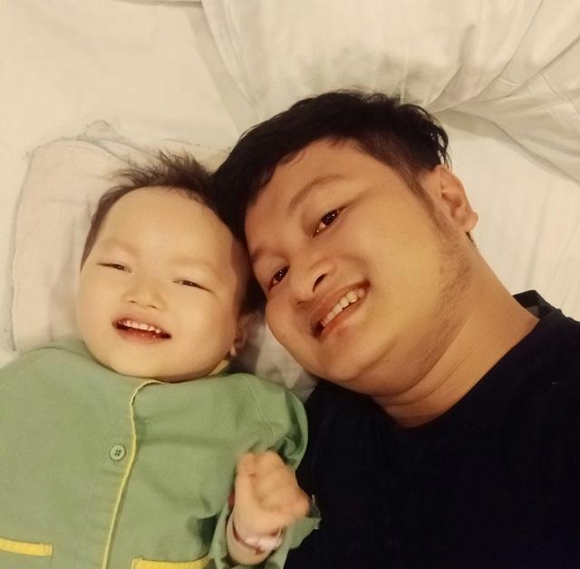 Bố mẹ nghẹn ngào khi con được ghép tế bào gốc nhờ sự giúp đỡ của bạn đọc Dân trí - 6