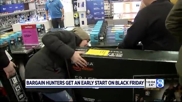 Xem người Mỹ chen nhau xếp hàng săn đồ giảm giá ngày Black Friday - 9